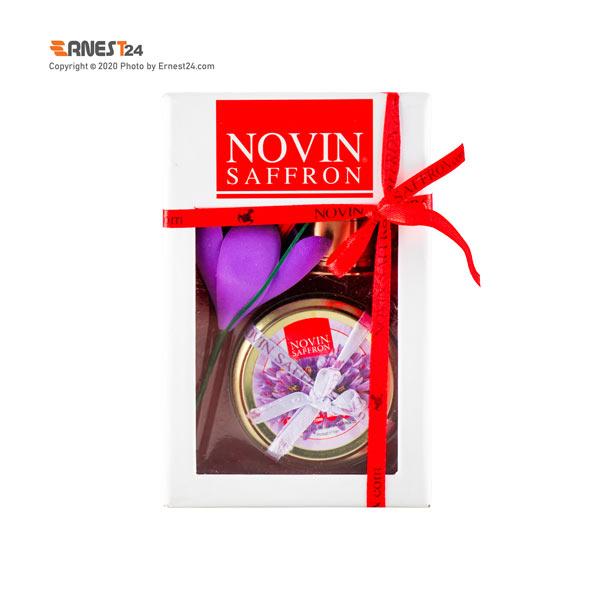 زعفران سرگل به همراه هاون برنجی نوین زعفران عکس استفاده شده در سایت ارنست 24 - ernest24.com